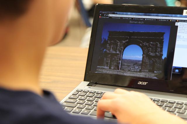 """""""Компютърен кабинет навсякъде по всяко време."""" За всяко училище. За всеки бюджет."""